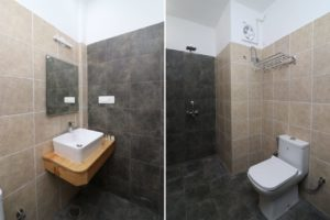 rooms with clean bathroom at Cottages@Village resort, Naukuchiatal