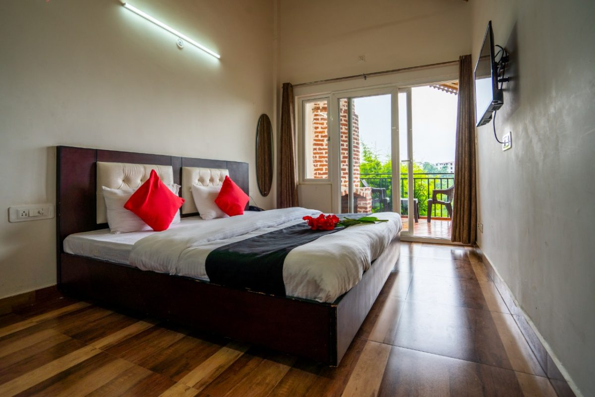 Cottages@Village Resort-Junior Suite with Lake View, Room, Naukuchiatal
