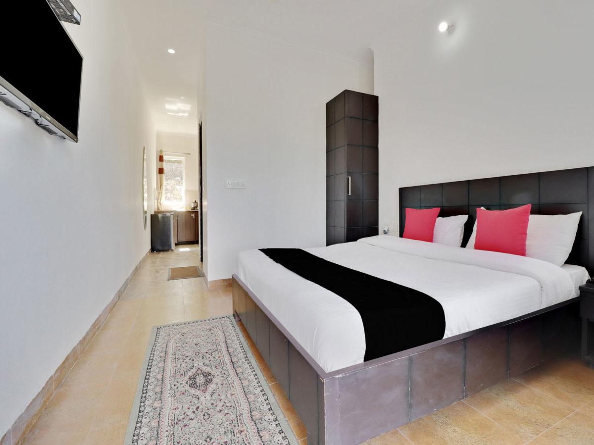 junior-suite with Lake View at Cottages@Village Naukuchiatal